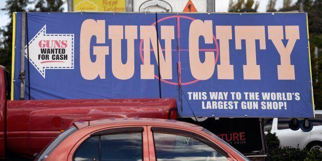 La Nuova Zelanda mette al bando le armi