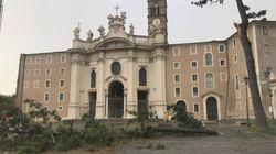 Strage di alberi in tutta Roma per le forti raffiche di vento. Ferito un vigile del fuoco colpito da un