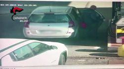 Il video dell'attentatore che riempie le taniche di benzina che poi verserà nello scuolabus dei