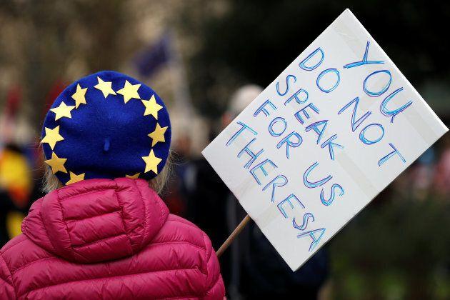 Brexit, un milione di persone in marcia a Londra per un nuovo referendum sull'uscita