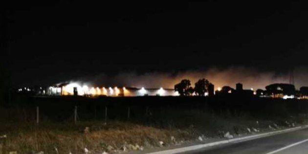 Un altro impianto dei rifiuti va a fuoco a Roma: brucia il Tmb di Rocca