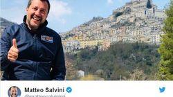 Salvini esulta dopo la vittoria in Basilicata: