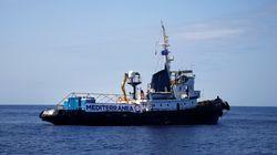 Migranti, al via la seconda missione della Mare Jonio: i saluti al Porto di