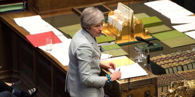 Brexit, May offre le sue dimissioni in cambio del sì dei Comuni