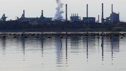 """""""Noi, soli contro il mostro"""". A Taranto attivisti pronti a bloccare le portinerie dell'ex Ilva (di L."""