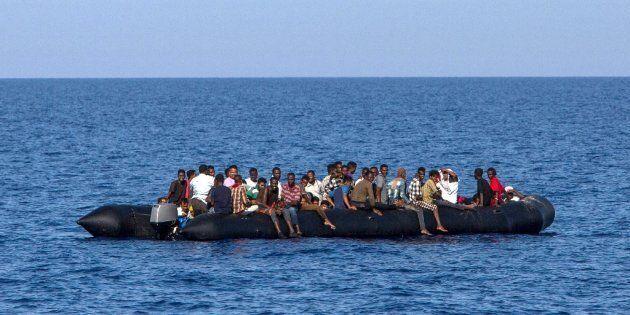 La missione Sophia resta senza navi: l'Ue sfiora il ridicolo, Roma canta
