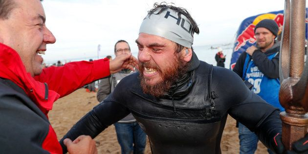 Circumnaviga a nuoto la Gran Bretagna, 155 giorni consecutivi in