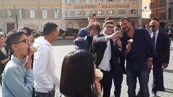 La parata di Salvini: concede la cittadinanza a Ramy e Adam e gli offre il gelato (di G.