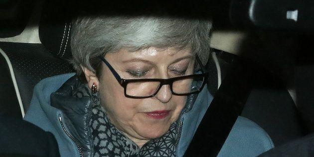 Theresa May offre le dimissioni ma non convince: il sì all'accordo sulla Brexit è sempre più