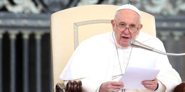 Pedofilia, Papa Francesco vara un motu proprio. Obbligo di denuncia per chi sa di abusi su minori e perseguibilità