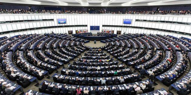 Proiezioni Parlamento Ue, socialisti e popolari crescono, ma non hanno la maggioranza