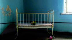 Neonato seppellito nel giardino di una villa: trovata la madre, indagata per