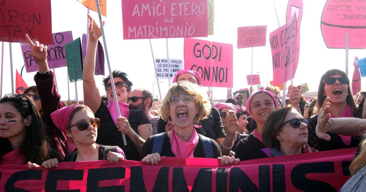 """""""Tu Fontana, noi marea"""". Donne in piazza contro i reazionari di Verona: """"Siamo 100mila"""""""