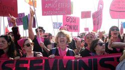 """""""Tu Fontana, noi marea"""". Donne in piazza contro i reazionari di Verona:"""