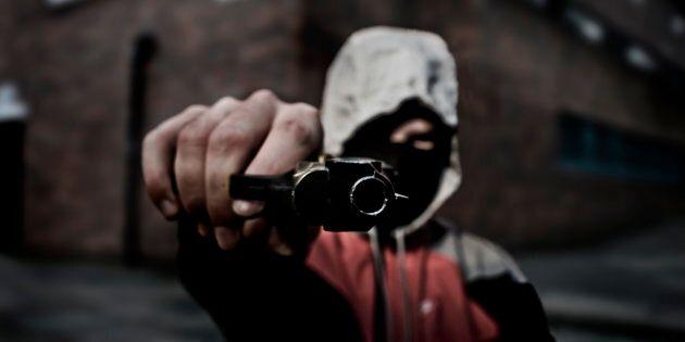Finge di essere rapinato per non andare al lavoro: 32enne arrestato per simulazione di