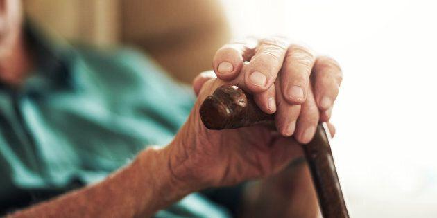 Uccide la moglie affetta da Alzheimer allo stadio finale: nessuno