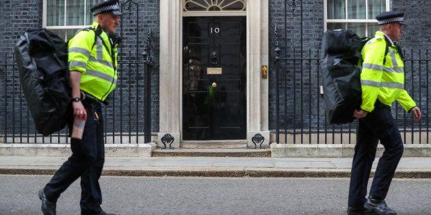 Sondaggio, i britannici voltano sempre più le spalle a Theresa May e ai
