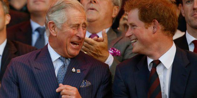 Il Principe Harry ha raccontato il momento in cui Carlo ha accettato di accompagnare Meghan