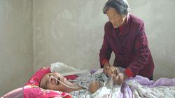 Si sveglia dopo 12 anni di coma. Accanto trova la mamma 70enne che non l'ha mai
