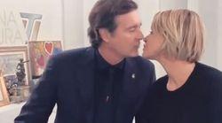 Simona Ventura e il compagno si lasciano su Instagram. Ma il video finisce con un