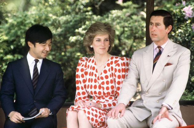 来日した英国のチャールズ皇太子、故ダイアナ妃(当時)と修学院離宮で歓談される26歳の天皇陛下=1986年5月、京都市