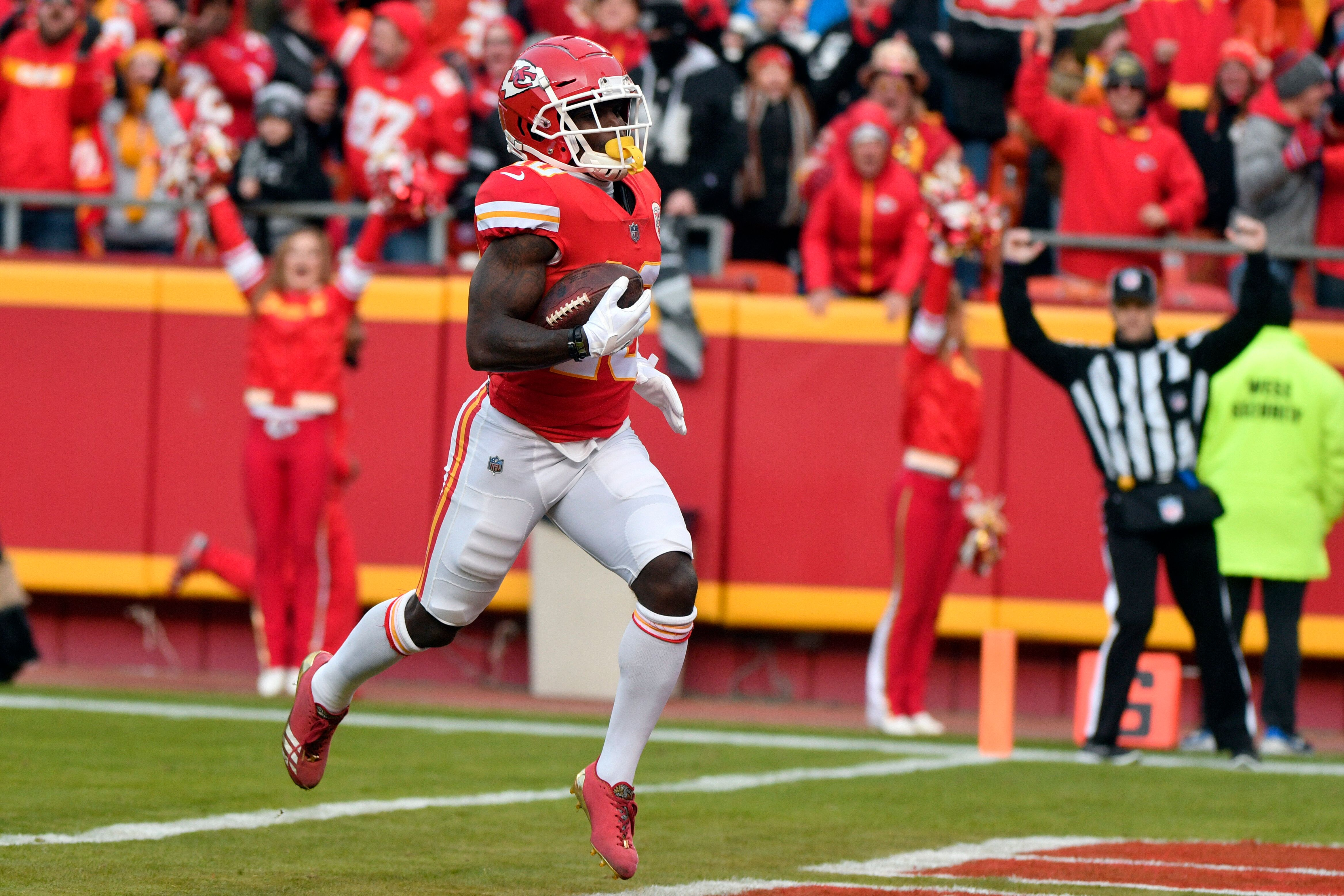 Kansas City Chiefs wide receiver Tyreek Hill (10) runs into the end zone for a touchdown during the first half of an NFL football game against the Oakland Raiders in Kansas City, Mo., Sunday, Dec. 30, 2018. (AP Photo/Ed Zurga)