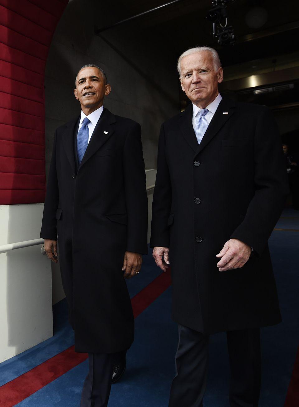 조 바이든은 8년 동안 부통령을 지내며 버락 오바마 전 대통령의 처음과 끝을 함께했다. 사진은 도널드 트럼프 대통령 취임식에 참석하는 두 사람의 모습. 2017년
