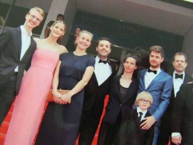 カンヌ映画祭でのノーラ(左から2番目)。一番左が、主演のビクター・ポルスター、右から2番目がドントゥ監督。