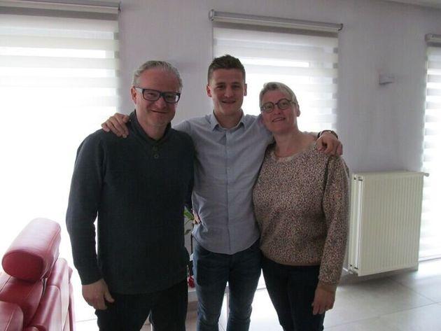 ノーラの父親ベニさん、双子の兄アルノーさん、母親アーニャさん