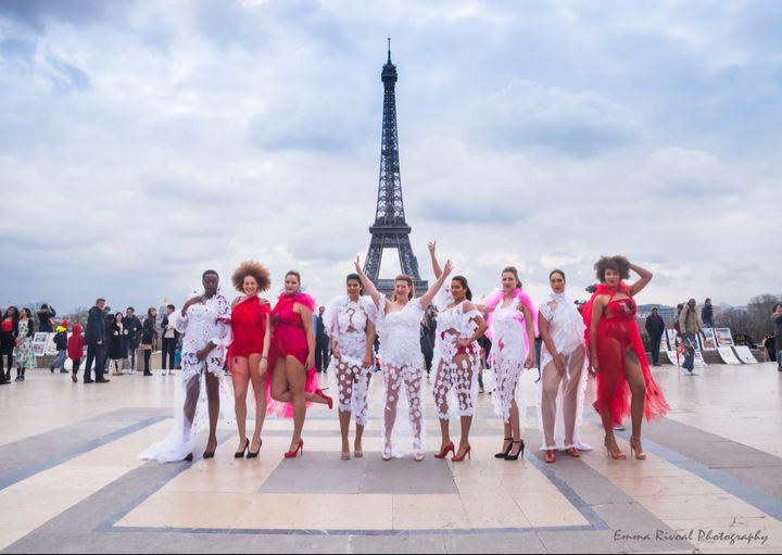 Au mois d'avril 2018, elles n'étaient que neuf à défiler sur le parvis du Trocadéro.