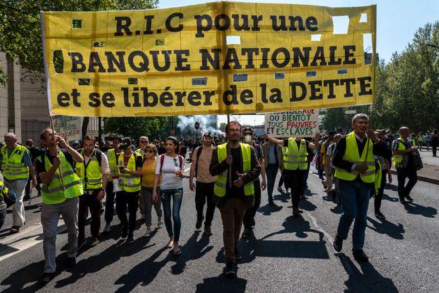 Des gilets jaunes manifestant à Paris lors de l'acte 23 samedi 20 avril
