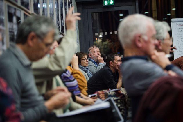 Des participants du Grand débat à Bollène, dans le Vaucluse, le 28 février