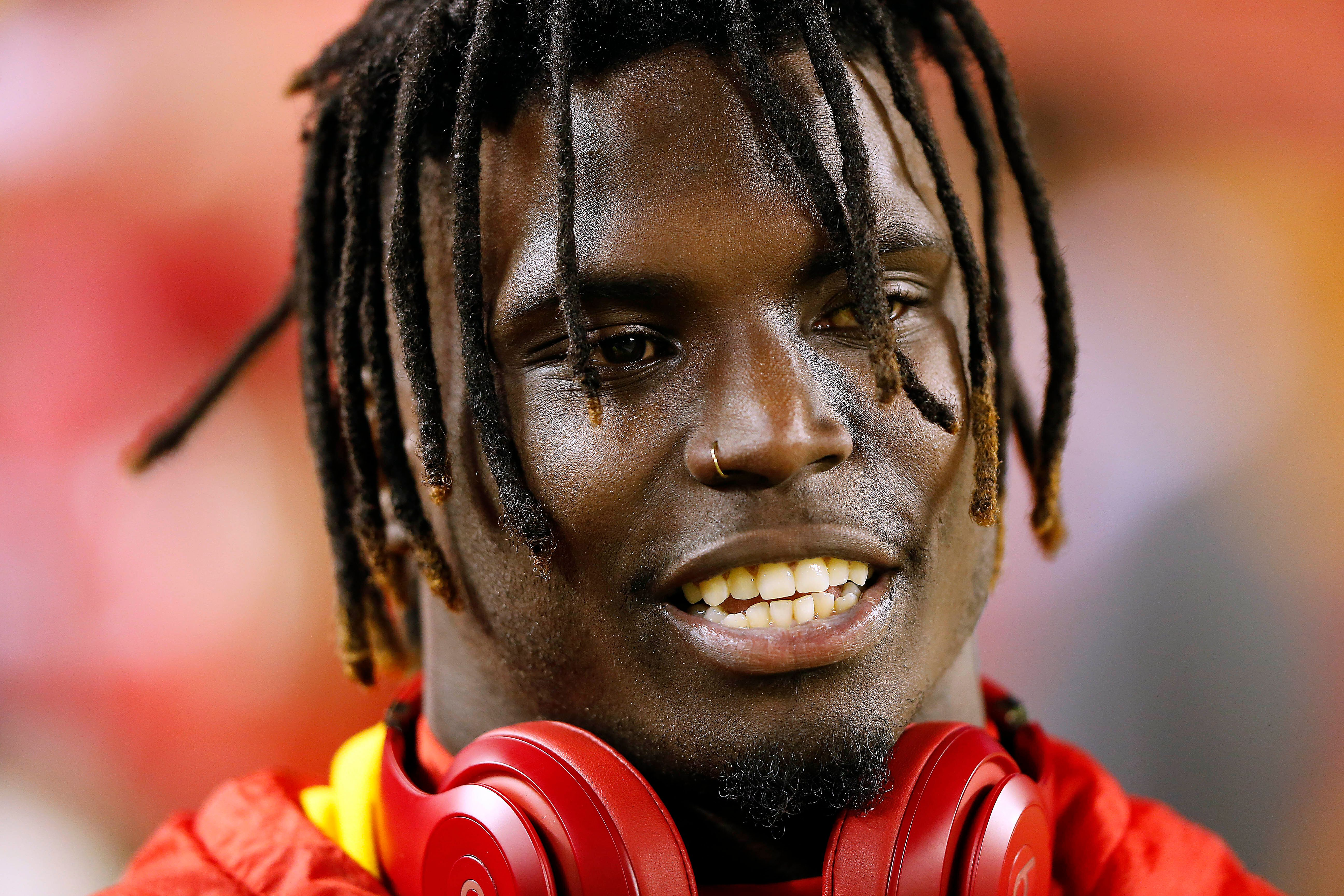 KANSAS CITY, MISSOURI - DECEMBER 13:  Wide receiver Tyreek Hill #10 of the Kansas City Chiefs warms up prior to the game against the Los Angeles Chargers at Arrowhead Stadium on December 13, 2018 in Kansas City, Missouri. (Photo by David Eulitt/Getty Images)