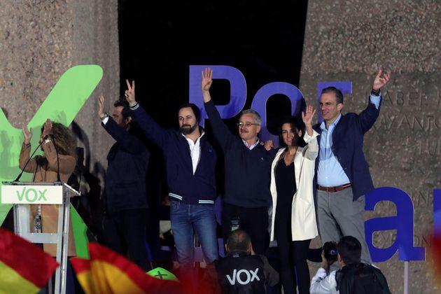 Abascal vuelve a Colón para cerrar la campaña contra la