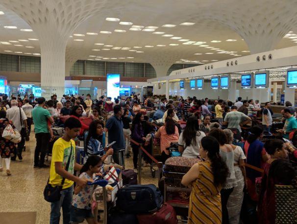 Des milliers de passagers de Air India bloqués par un bug informatique