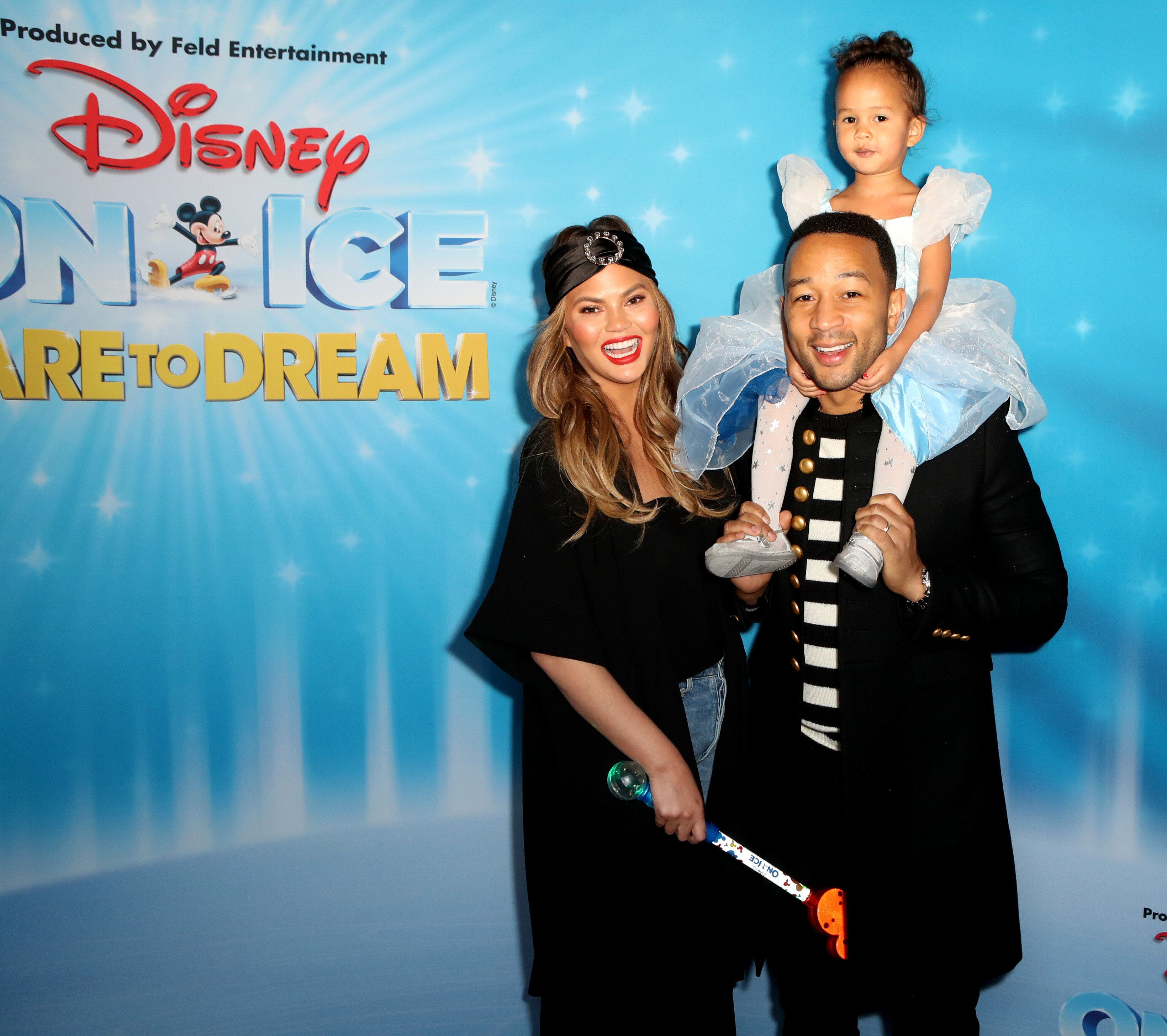 LOS ANGELES, CALIFORNIA - DECEMBER 14: Chrissy Teigen, John Legend and daughter Luna attend  Disney On Ice Presents Dare to Dream Celebrity Skating Party at Staples Center on December 14, 2018 in Los Angeles, California. (Photo by Ari Perilstein/Getty Images for Feld Entertainment, Inc.)
