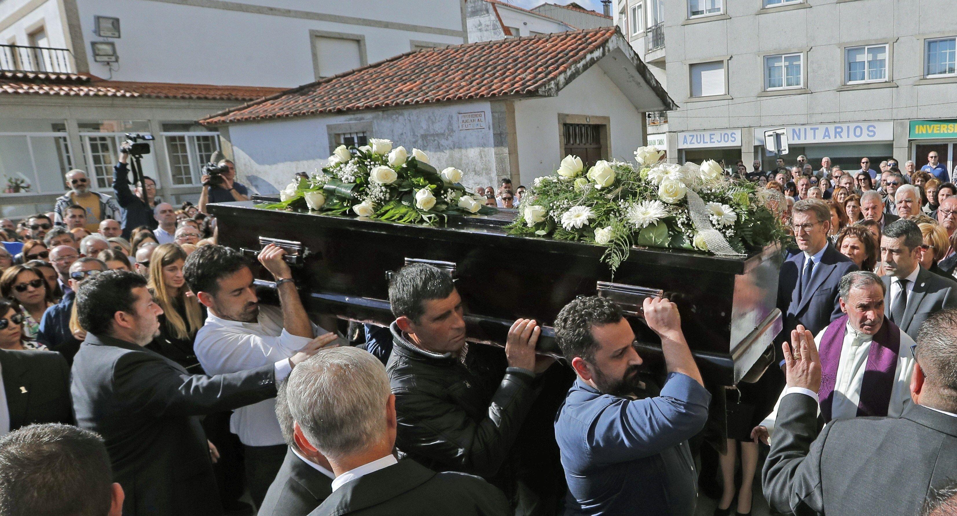 Multitudinario adiós a los dos jóvenes gallegos asesinados en Sri