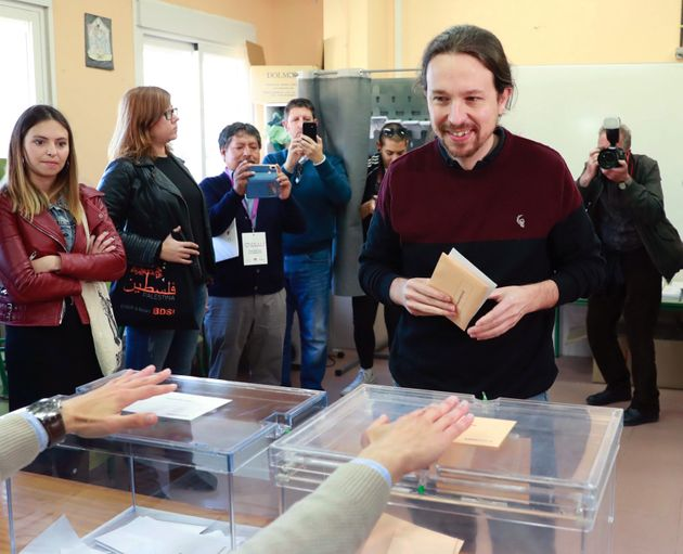 Pablo Iglesias, votando en
