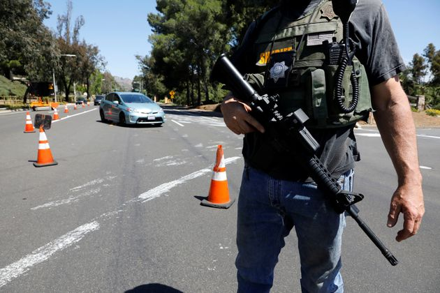 La police à Poway, près de San Diego samedi 27