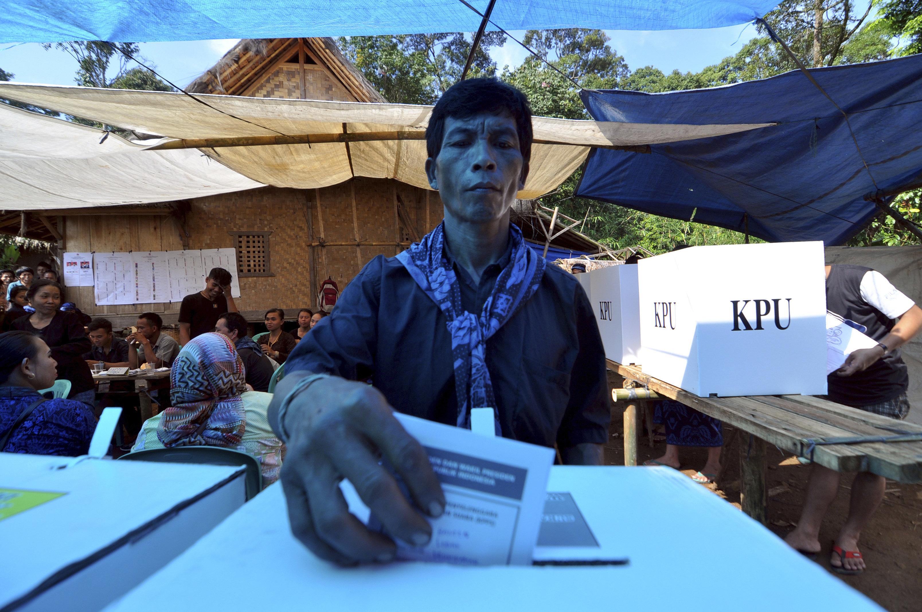 Τριτοκοσμικές εκλογές στην Ινδονησία: Πέθαναν 270 υπάλληλοι μετρώντας