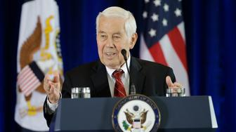 Former GOP Senator Richard Lugar introduces  Secretary of State John Kerry for a speech in support of the Iran nuclear deal at the National Constitution Center, Wednesday, Sept. 2, 2015, in Philadelphia. (AP Photo/Matt Slocum)