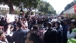 Des centaines d'agents municipaux manifestent à l'avenue Habib