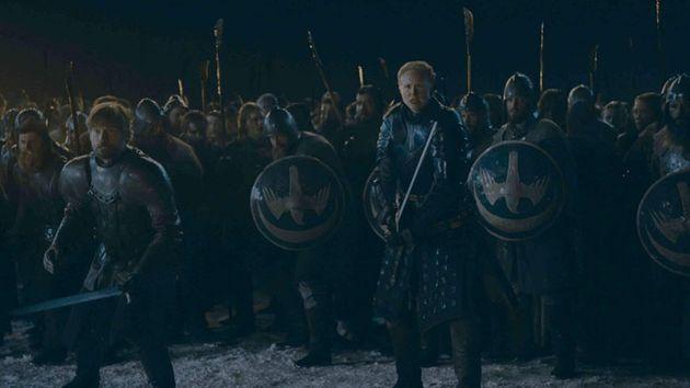 Jaime Lannister (Nikolaj Coster-Waldau) e Brienne (Gwendoline Christie) na expectativa para o grande...