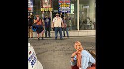 ヘイトには満面の笑みで対抗。アメリカのイスラム教徒の女性に共感集まる。インスタで「いいね」45万超え