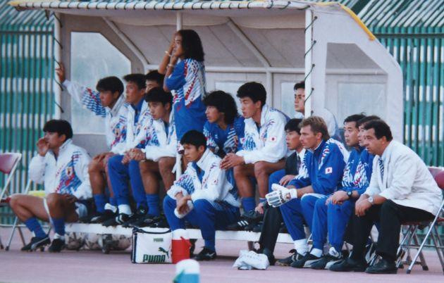 ワールドカップ出場がかかったイラク戦。ベンチで見守る北澤さん(中央)
