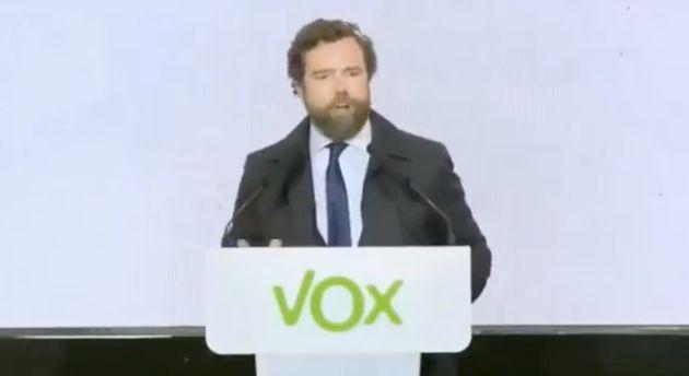 Iván Espinosa de los Monteros, de Vox, viniéndose