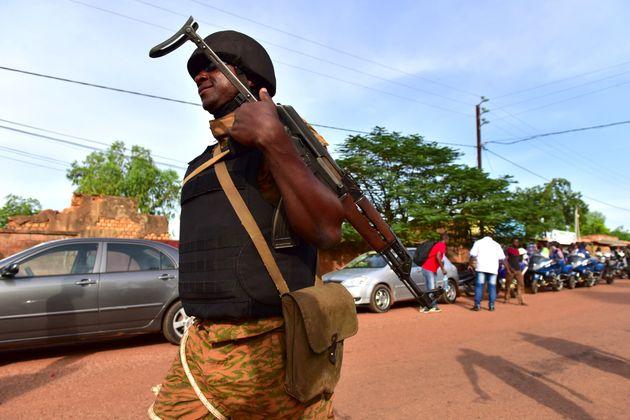 Un gendarme à Ouahigouya, dans le nord du Burkina Faso, en octobre