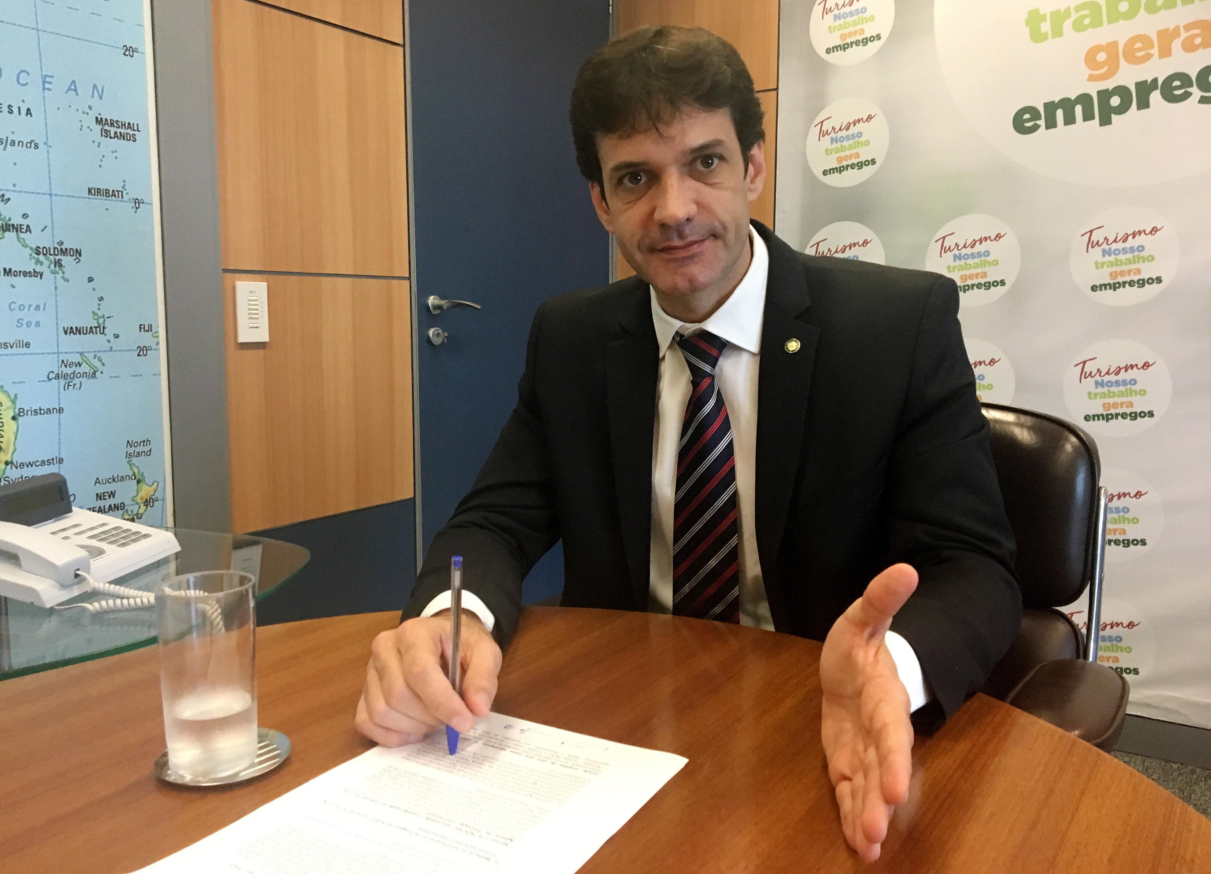 O ministro do Turismo, Marcelo Álvaro Antônio, nega as acusações de envolvimento...