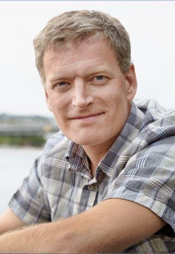 Il metodo scandinavo per tagliare, accatastare e scaldarsi con la legna nel bestseller di Lars