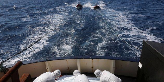 Naufragio al largo della Libia, quasi 100 migranti